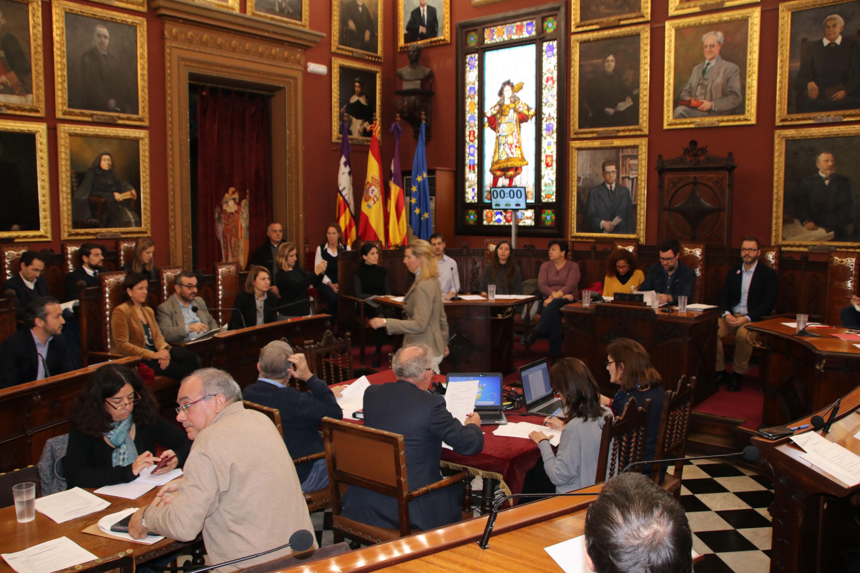 Renovam el Pacte Palma contra la violència de gènere i declaram Palma lliure de comerç il·legal d'animals