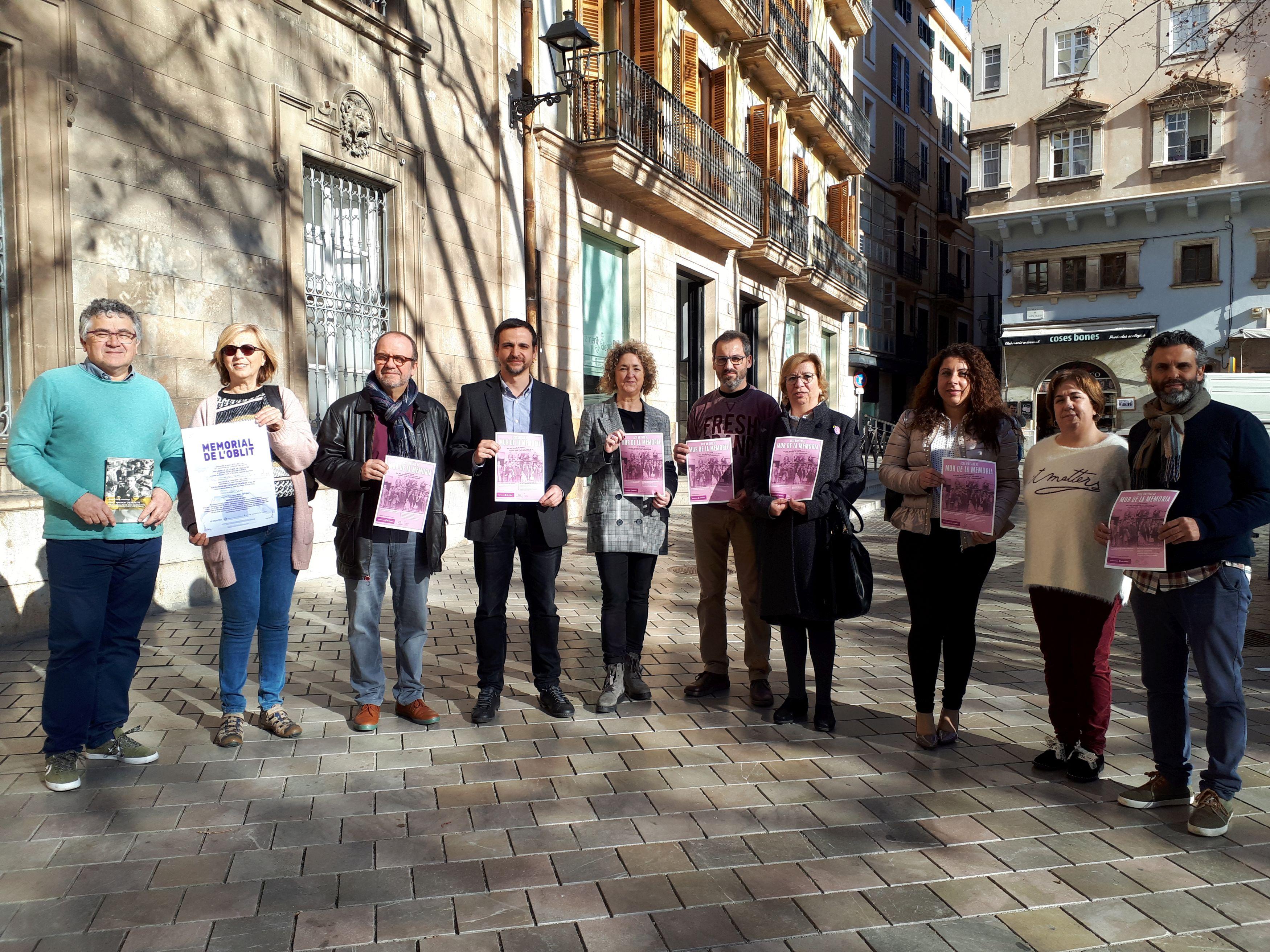 Palma ret homenatge a les víctimes de la Guerra Civil i del franquisme
