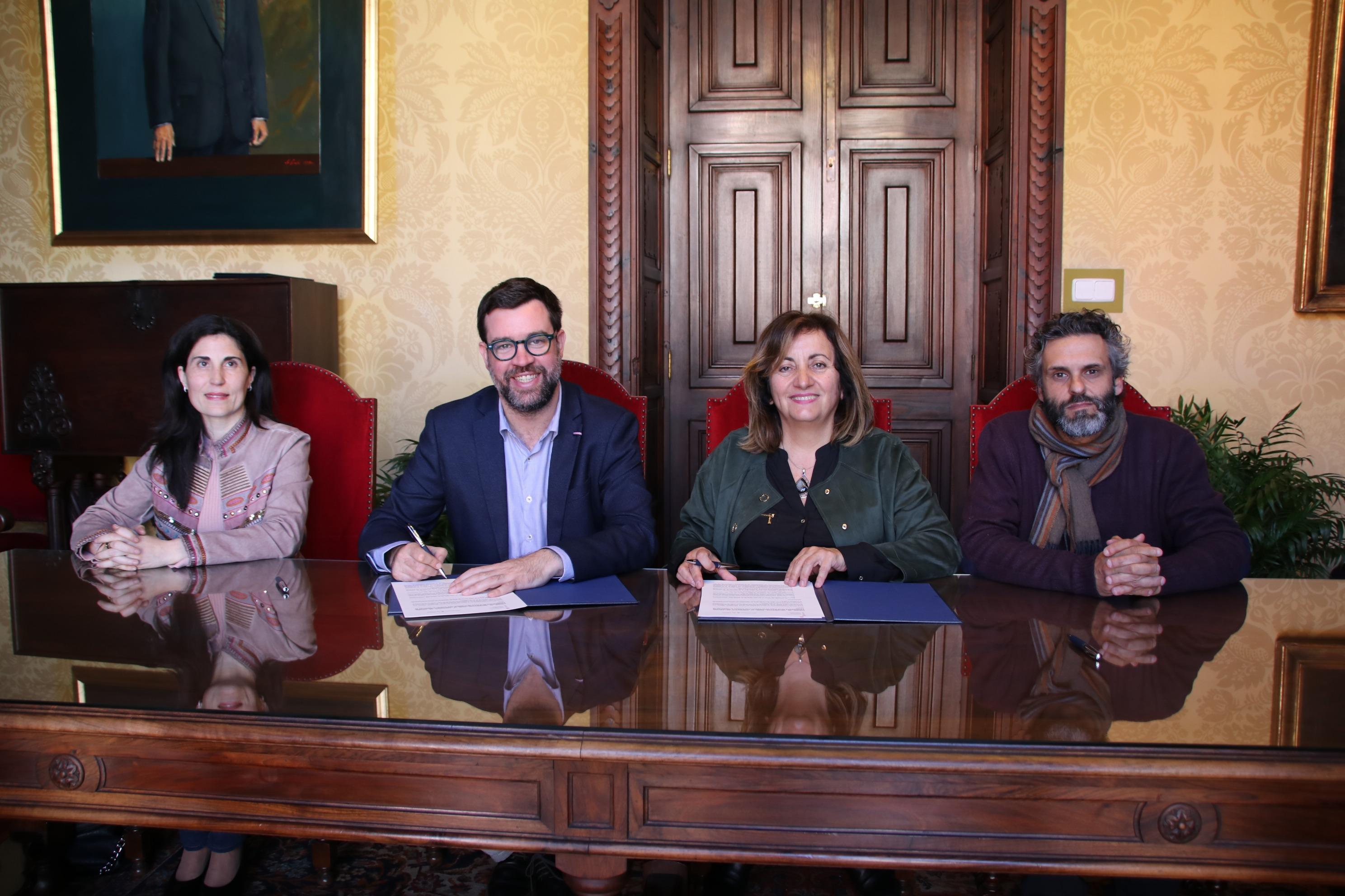 Ajuntament i Govern signen un conveni per senyalitzar i dignificar la fossa de la Guerra Civil situada al cementiri de Palma